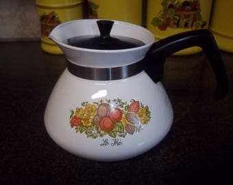 Vintage Corning Ware Spice of Life Teapot 6-cup size in great condition