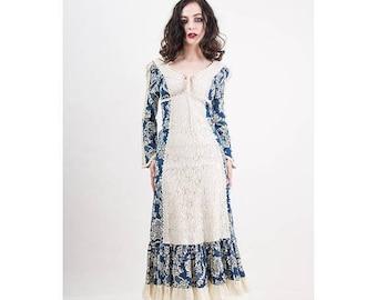 FLASH SALE... Vintage Gunne Sax / 1970s cotton linen tolie print maxi dress / Renaissance Faire / Corset lace top / Crochet lace / XS