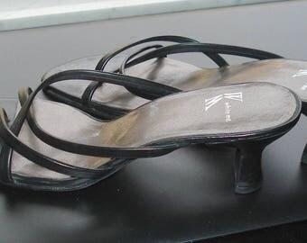 White Mountain Black Leather Strappy Open Toe Sandal Size 7 Spool Heels