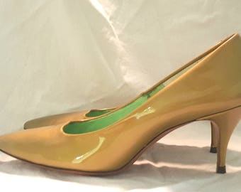 Fabulous Vintage Late 50s Early 60s Gold High Heels 8 Narrow