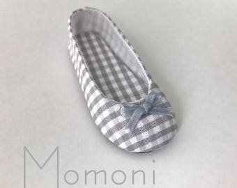 Decorated shoes for Momonita by Atelier Momoni on box