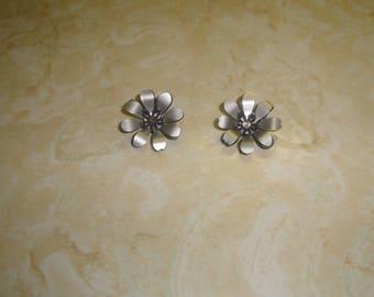 vintage clip on earrings gray black lucite flowers