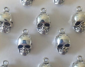 ON SALE 10 x Antique Silver Skull Charms Silver Skulls 16x10x8mm Halloween Skull Pendants