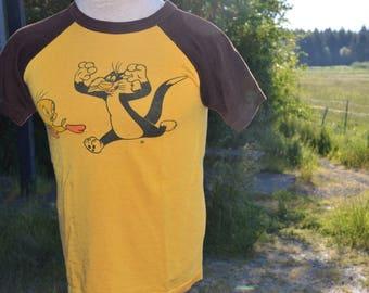 Vintage 1970s Sylvester and Tweety Bird Looney Tunes Raglan Shirt!!!!