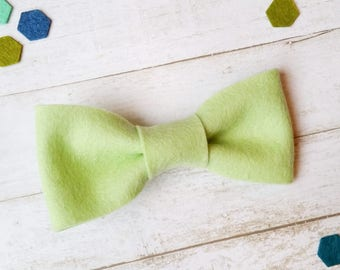 Apple Green Baby Bow Tie. Felt Bow Tie for Boys. Baby Bowties. Toddler Bow Tie. Baby Boy Bow Tie. Newborn Bowtie. Newborn Photo Prop. Bowtie