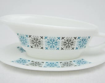 Pyrex 'Chelsea' Gravy Boat with Saucer