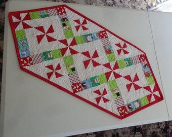 Christmas candy pinwheels, Christmas runner, Christmas quilt 0607-01
