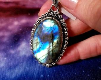 Beautiful Labradorite Pendant || 70 carats