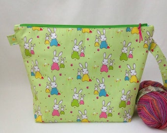 Medium Wide-Mouth Wedge Bag with Organizer Pockets - Bunny Trail