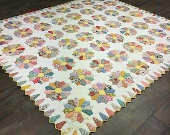 Dresden Plate Quilt / Handmade Quilt / Homemade Quilt / Yellow Quilt / Vintage Quilt / King Quilt /