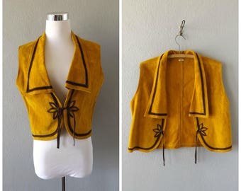 mustard suede cropped vest - vintage 60s hippie boho brown leather top - size m / medium - hippy bohemian dresses - 1960s crop shirt hipster