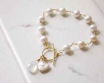 Gold and White Pearl Bracelet with a Beautiful Moonstone Focal Briolette. White Jewelry, Wedding, Bridal