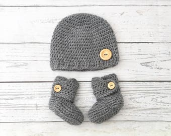 grey crochet baby boots and hat set | baby gift set | crochet baby hat and shoes | gender neutral baby | crochet baby booties
