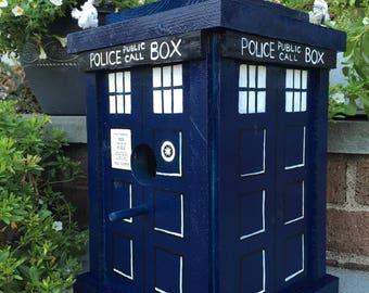 Dr Who Tardis Birdhouse.