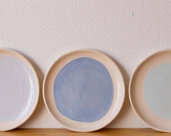 3 little blue plates