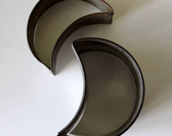 antique tin crescent moon cookie cutter 2 3/4 inch and  2  1/2 inch cookie and biscuit cutter excellent condition