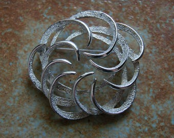 Vintage 1970s SARAH COVENTRY Silver Tone Round Pin Or Brooch Swirls Motif Safety Pin Clasp