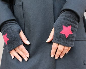 Polar mitts black red star