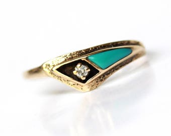 Vintage art deco turquoise and diamond ring in solid 14k yellow gold