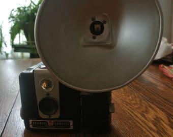 Vintage Camera Brownie Hawkeye Flash Model Kodalight Flashholder Eastman Kodak