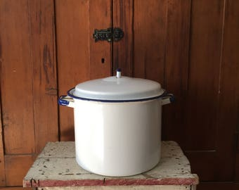 Lovely Blue Trimmed Enamel Pot, Two Gallon, Large Capacity, Cookware, Enamelware, Americana, Kitchen, Garden, Display,