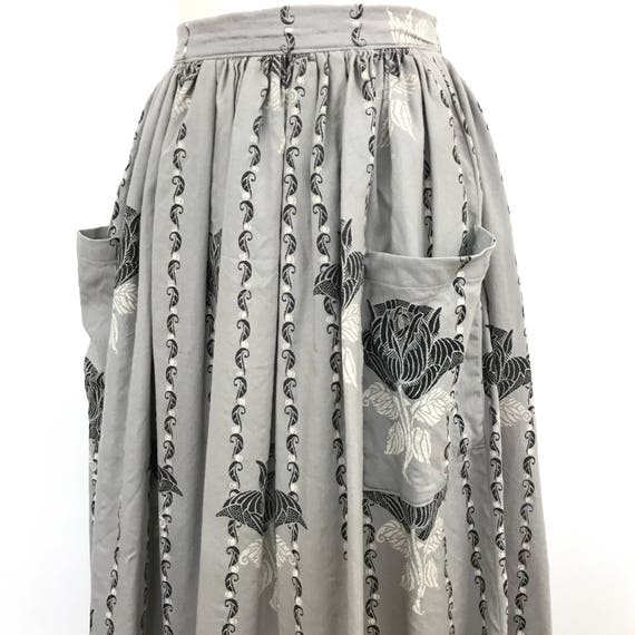 Vintage rose print skirt wool cotton skirt grey UK 8 1950s style 50s gathered floral print rockabilly pin up pockets 80s does 50s gray roses