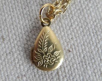 Vintage flower locket necklace,Photo Locket necklace, Locket jewelry,Unique gift for her,Stocking stuffer