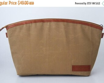 SUMMER SALES Dslr Camera bag insert in waxed canvas and leather trimming - Padded divider - Sand and yellow