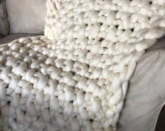 Cloud 9 extra chunky seed stich throw