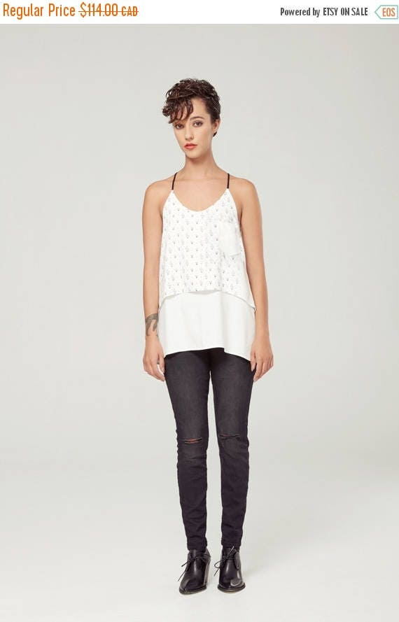 SOLDE CRÉPUSCULE -  fluid cami with adjustables shoulders for women - white with triangles silkscreen
