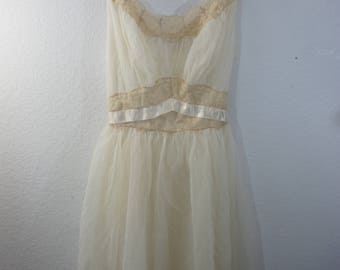 vintage Vanity Fair semi sheer Ivory nightie nightgown and robe sleeveless Med sz 36 100% nylon peignor set