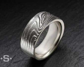 Silver ring with an elegant wave pattern. Unisex, ladies ring, men ring. Goldsmith.