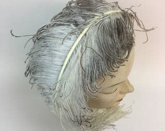 Ostrich Feather / 1940s White Gray Grey hombre Plume / large vintage Feather