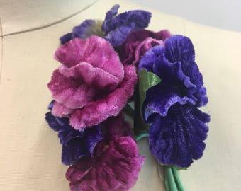 Vintage 1930 1940 Big VELVET Pansy / Vintage Hat Dress Flower / Vintage Pansies