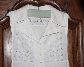 """collar """"vintage broderie anglaise"""" old mother of Pearl White button"""