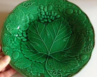 vintage green vine leaf design plate majolica