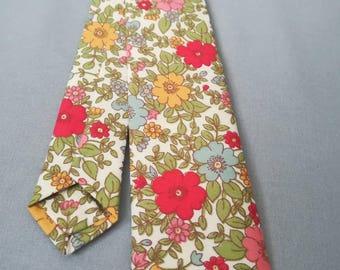 Skinny tie. Vintage style. 70s floral. Slim tie. Gifts for men. Wedding accessories.