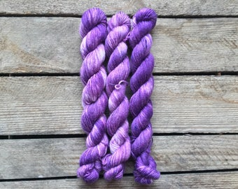 "Handdyed Mini-skein of Sockyarn, ""Purple"" Mini-skein, 75/25 SW Merino/Nylon"