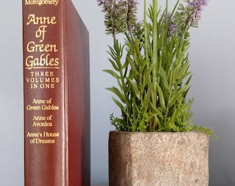Anne of Green Gables Three Volumes in One. Lucy Maud Montgomery. Anne of Green Gables,Anne of Avonlea, Anne's House of Dreams.