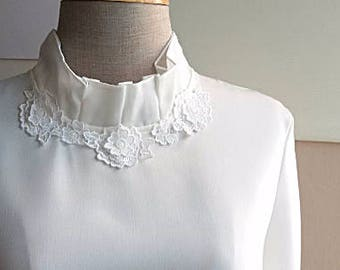 Vintage White Blouse - Floral Lace -Long Sleeve Secretary blouse - Formal White Top - Japanese Vintage - S - M