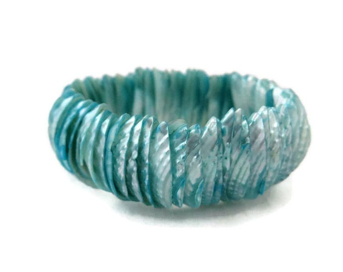 Sea Shell Bracelet, Vintage Aqua Blue Dyed Shell Stretch Bracelet, Summer Jewelry Gift for Her