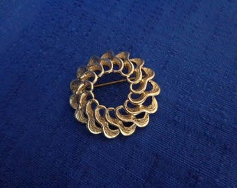 1970 Sarah Coventry Fashion Round Gold Pin, Sarah Coventry Gold Brooch