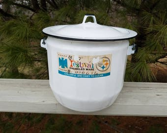 Federal Festival Enamelware Diaper Pail/Chamber Pot Bucket with Bail Style Swing Handle Wood Grip