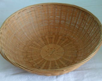 Round wicker basket
