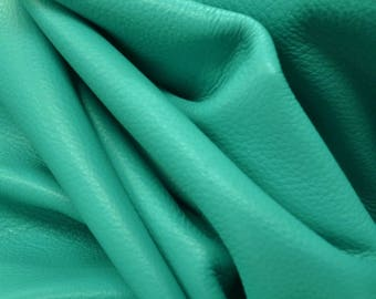 "Totally Teal ""Signature"" 23.2 square feet 2-2 1/2 oz Leather Cow hide side DE-59250 (Sec. 9,Shelf 2,A)"