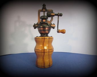 Antique style pepper mill