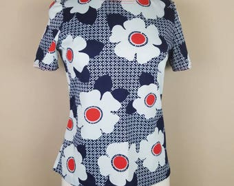 1970s polyester shirt - vintage flower power top  - red white navy blue floral 70s blouse - Brady bunch shirt - groovy shirt