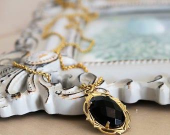 Black Onyx Necklace, Black Onyx Pendant, Brass Necklace Chain, Vintage Pendant Necklace, Vintage Necklace, Onyx Pendant, Vintage Jewelry