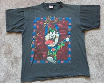 Taz looney tunes outdoor adventure Short Sleeve T Shirt L 100% cotton tee shirt made in canada 90s large tazmanian devil novel teez