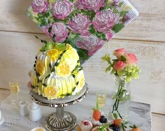 Miniature Cake (Green Roses & Lemon)